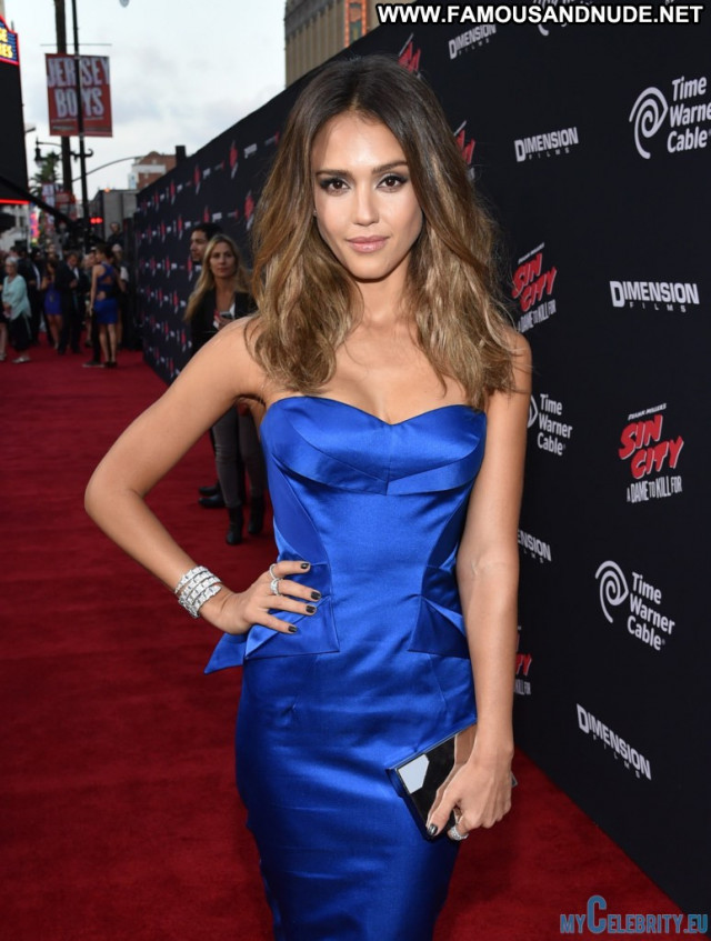 Jessica Alba The Red Carpet Posing Hot Usa Red Carpet Stunning Babe