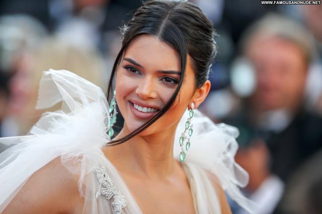 Kendall Jenner Red Carpet Usa Celebrity Posing Hot Stunning Braless