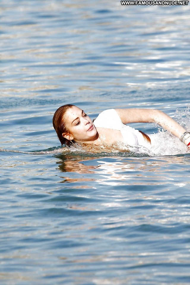 Lindsay Lohan Pictures Pretty Redhead Wet Boobs Celebrity