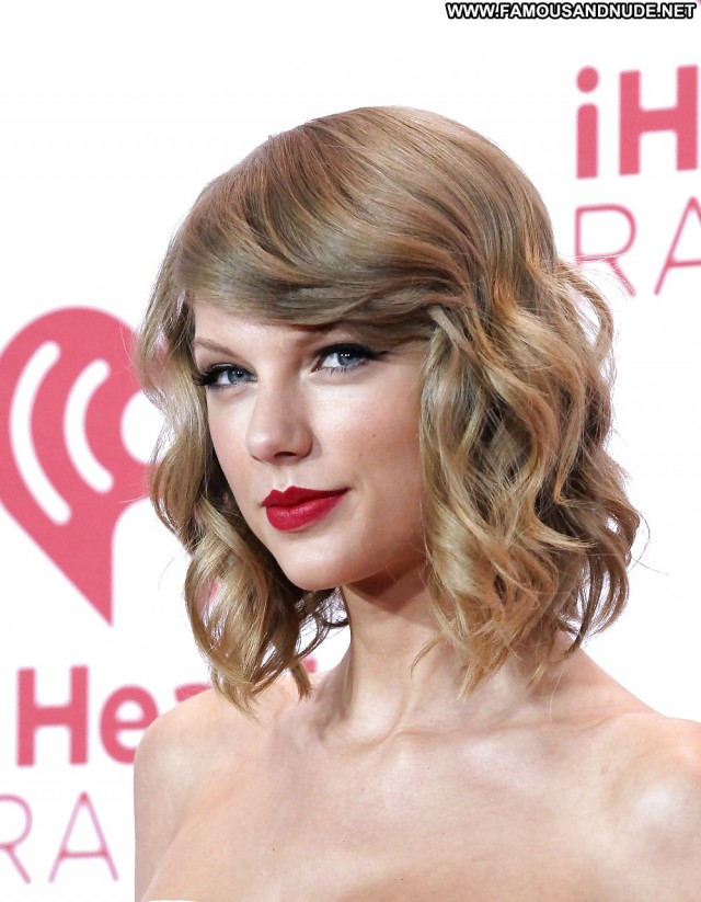 Taylor Swift Pictures Blonde Babe Celebrity