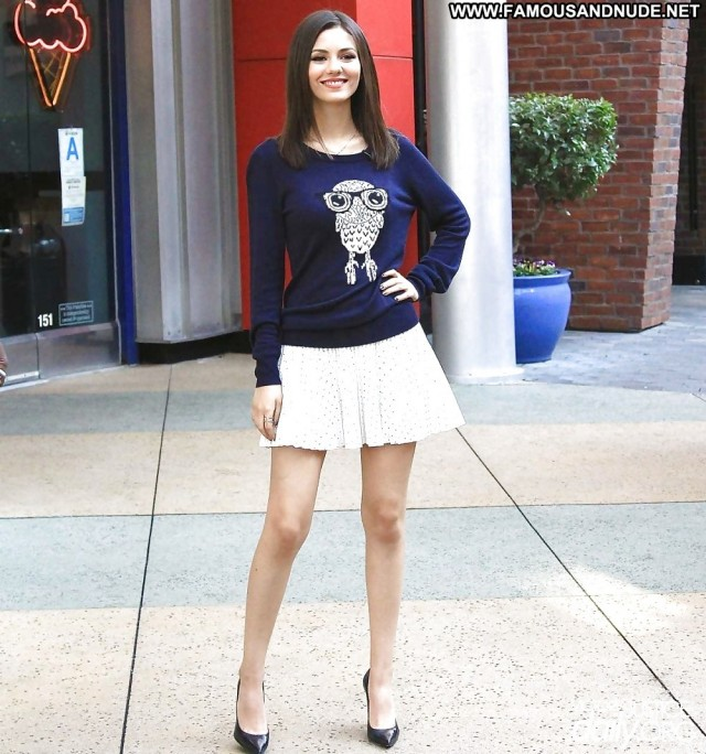 Victoria Justice Pictures Brunette Babe Celebrity