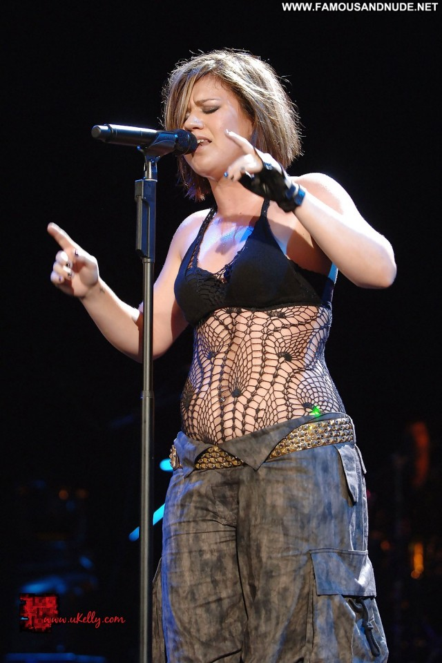 Kelly Clarkson Pictures Celebrity Sexy Babe Concert