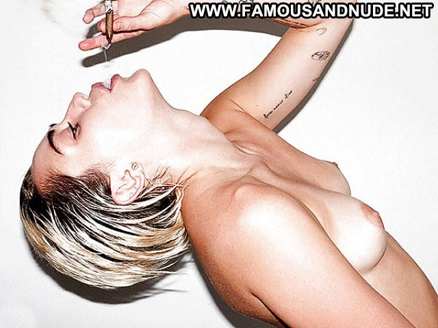 Miley Cyrus Teen Hot Celebrity Posing Hot Celebrity Famous