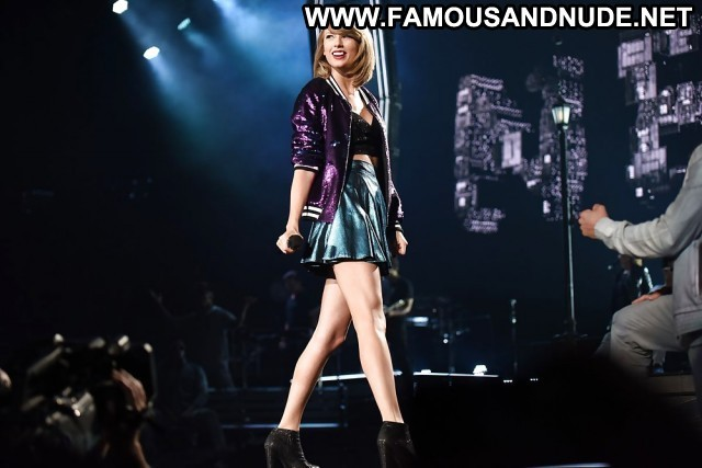 Taylor Swift Pictures Blonde Celebrity Hot Sea